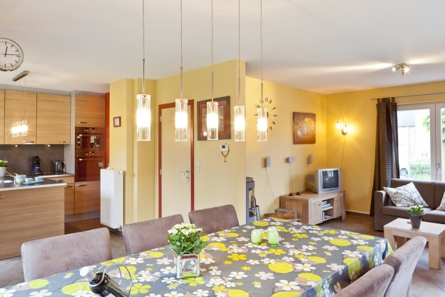 villa-pidoux-eettafel-4
